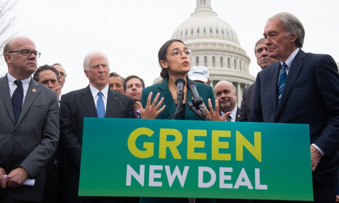 Rep. Alexandria Ocasio-Cortez (D-N.Y.) and Sen. Ed Markey (D-Mass.) (R) announce the Green New Deal outside the U.S. Capitol on Feb. 7, 2019. (SAUL LOEB/AFP/Getty Images)